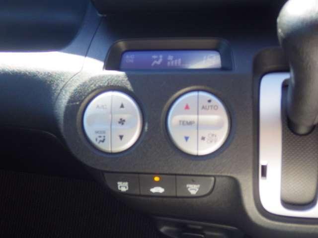 オートエアコンはボタン一つで快適な温度にしてくれるので便利です。