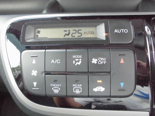 快適なオートエアコン装備で温度設定をすると、風量を調整してくれます。