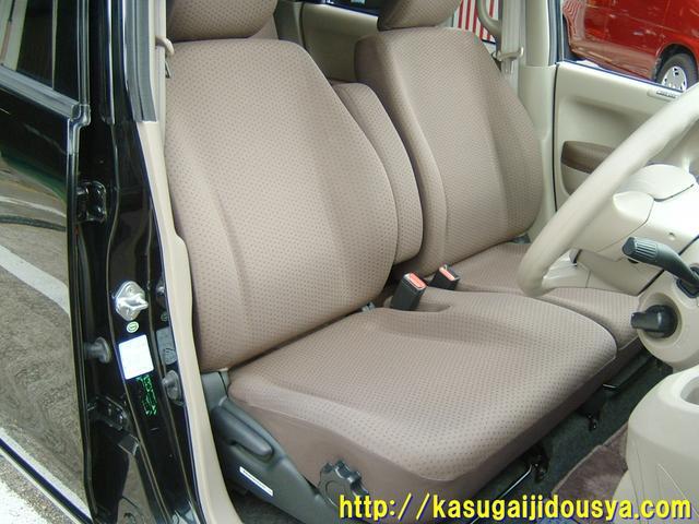 車内は当社独自の高温スチームにてクリーニングをしております。抗菌・滅菌効果もありますので、安心して乗っていただけますよ。車内もキレイな1台です。気になる方は是非是非、実車を見てください。