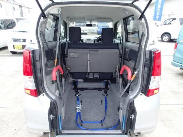 フラットフロア☆  後退防止安全ベルト 車いす手動固定装置 どなたでも簡単に安全に車いす乗車・移動が可能になりました☆
