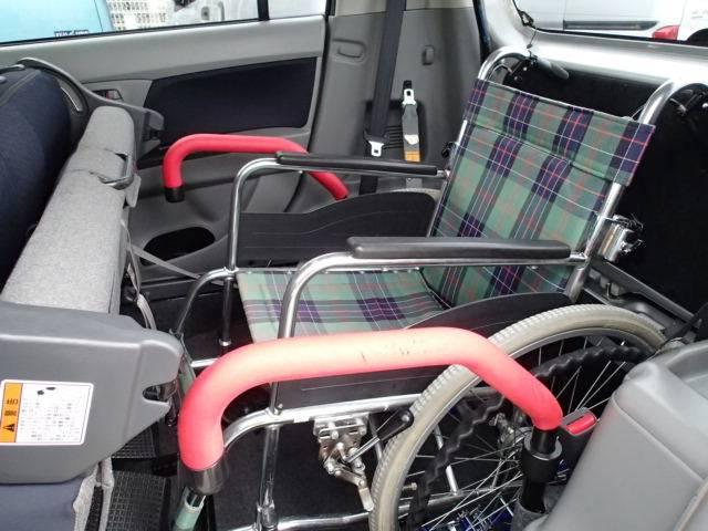車いす乗車例  両側に手すりが付いて安心・安全☆ 車いすご乗車の方の不安も軽減されます