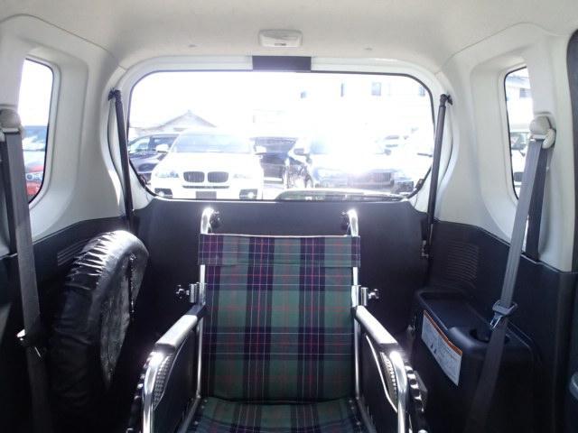 後退防止安全ベルト 車いす電動固定装置 どなたでも簡単に安全に車いす乗車・移動が可能になりました☆  車いす乗車例☆