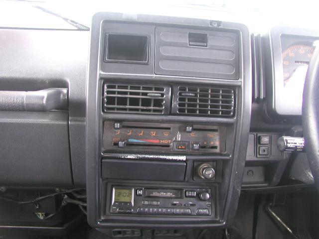 エアコン。オーディをCDに交換も出来ますのでご相談ください。