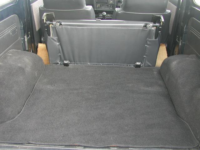 リヤシートは簡単に外すこともできます。