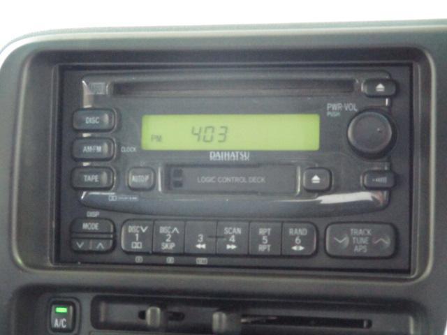 CDステレオ付いてます。AUX使えます。
