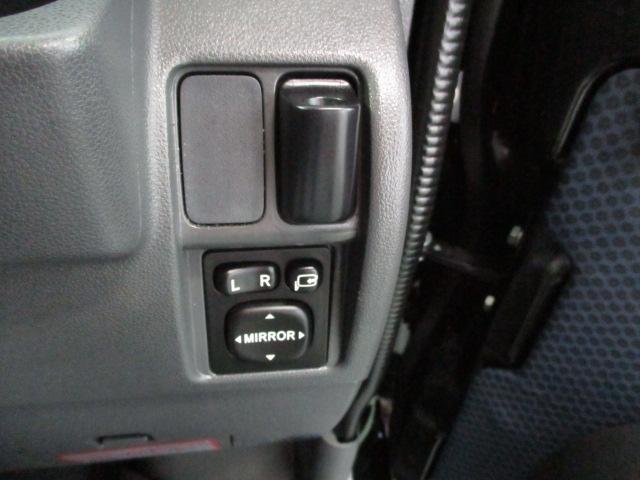 電動格納ミラーあり。駐車の時に便利です