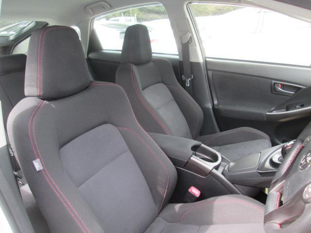 フロントシートは車から取り外して丸ごとクリーニング済♪