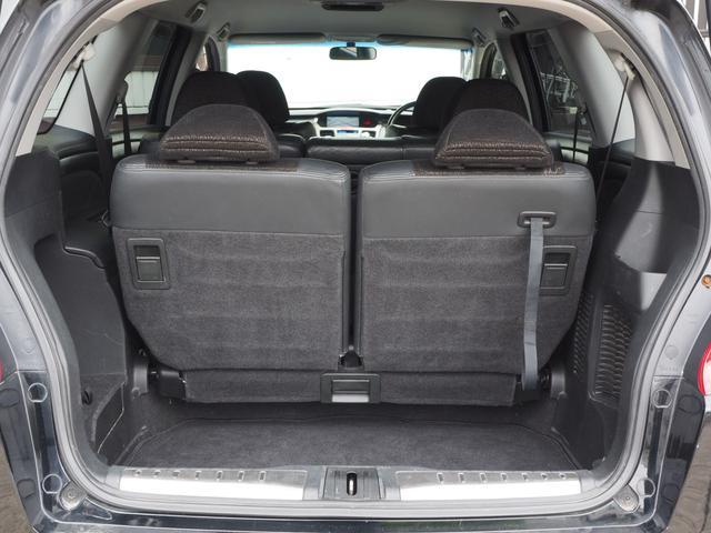 サードシートは収納できますのでラゲッジスペースに大きな荷物も積み込み可能です