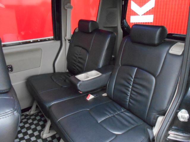 後部座席も 専用設計なので ぴったりフィット!