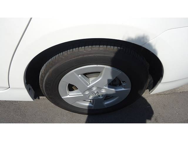 タイヤの溝もかなりあります。