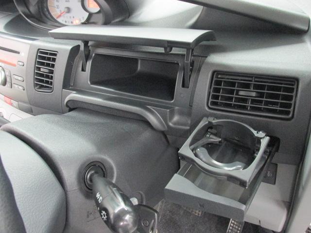収納ボックス多数あり!散らかりがちな車内も片付きますよ☆