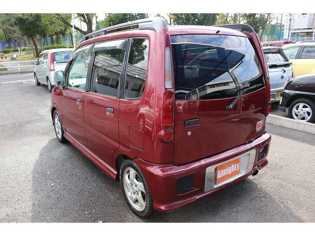 四の五の言いません、郊外ではなく名古屋市内でにて1300坪の敷地にぎっしりオークション仕入車を300台以上在庫あり!わざわざ郊外に見に行かなくともオークション直の殆どの格安乗り出し中古車がありますよ