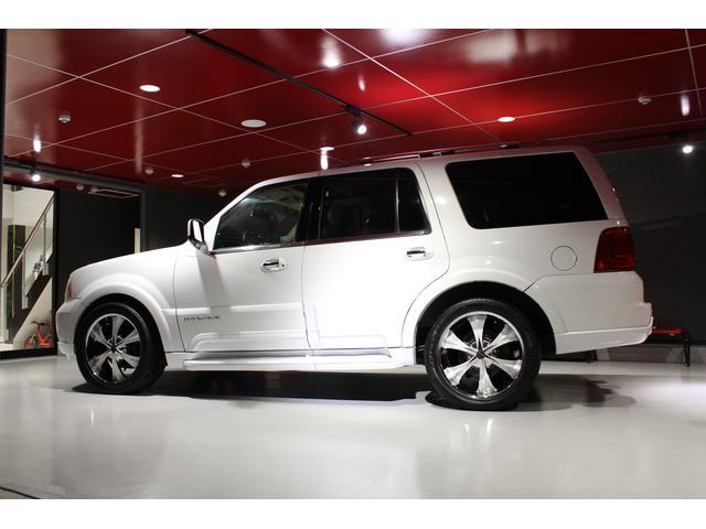 高級外車の販売、修理、カスタマイズなど当社独自の強いこだわりで営業してます。