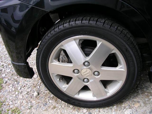 タイヤの山は8分位です。新品のタイヤにされたい方はお気軽にご相談くださいね(^^♪