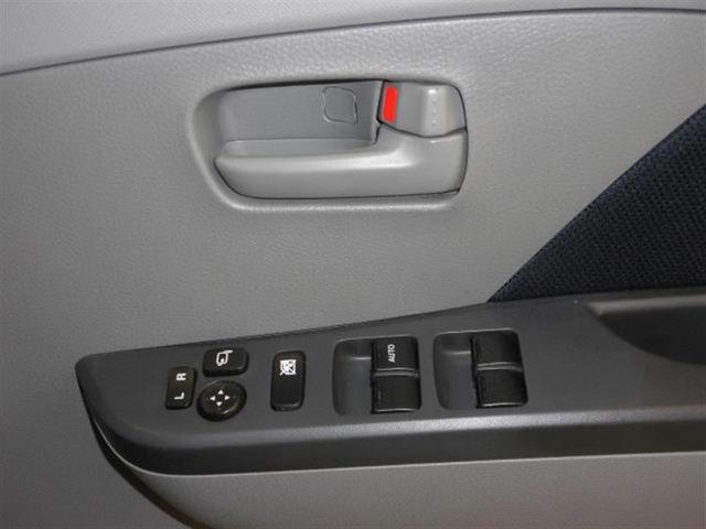 パワーウィンドウは今や当たり前の装備ですが、無いと困ります。運転席はワンタッチでフルオープン・フルクローズが可能な、オート機能付きです。
