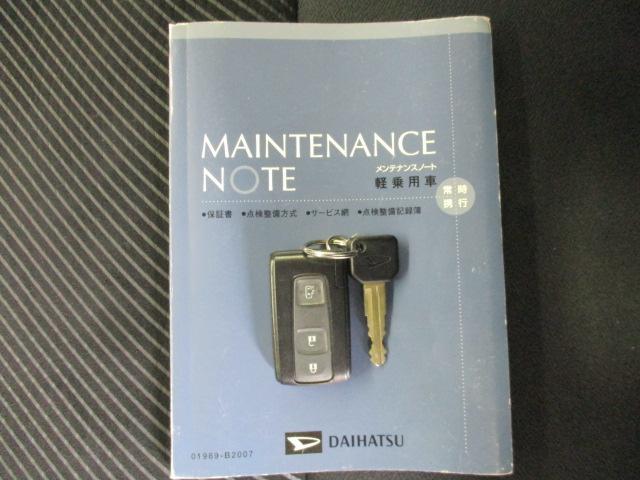 スマートキー付きですので、わざわざカバンからキーを探して出さなくても大丈夫。持っているだけで鍵の開け閉め、エンジン始動ができます。