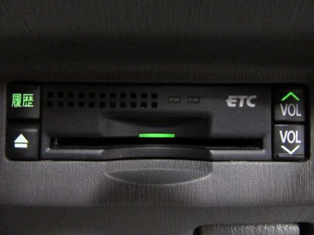 ☆ドライブには欠かせない必須アイテムETC装着車!【料金所の渋滞回避や日時により料金の軽減を受けられます!車載器はコンソールへ設置されておりますので、ETCカードの盗難防止になると思います!】☆