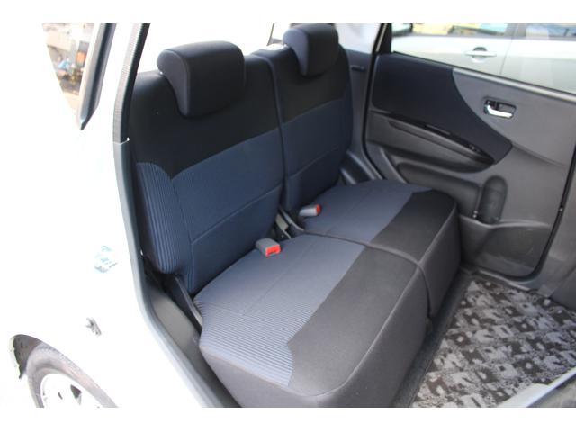 後部座席も当然、キレイ・清潔に仕上がってます。内装のキレイなクルマは気持ちがいいですね。