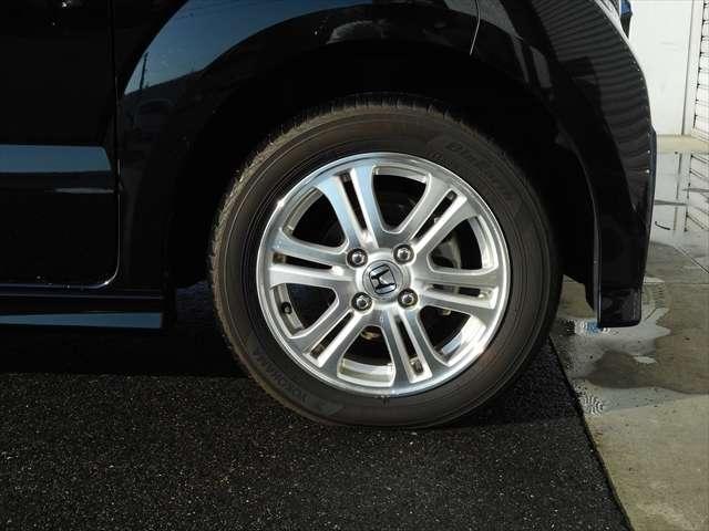 タイヤの溝もまだまだ残っておりますので大変お買い得ですよ♪
