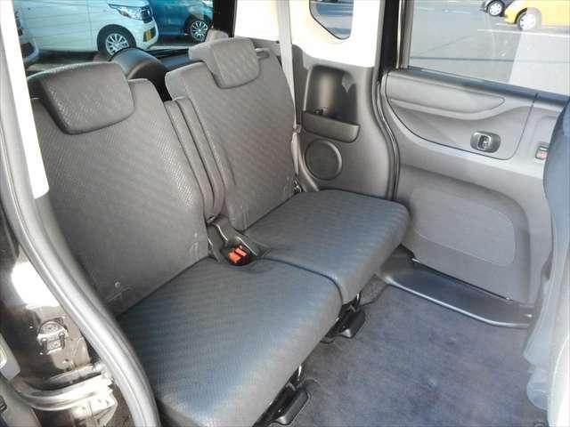 後部座席もゆったり乗り降りし易い設計になっておりますので、非常に使い勝手が良いですよ^^