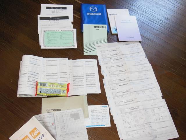 全てディーラー記録簿。これだけ記録簿の残っている車も珍しいです。
