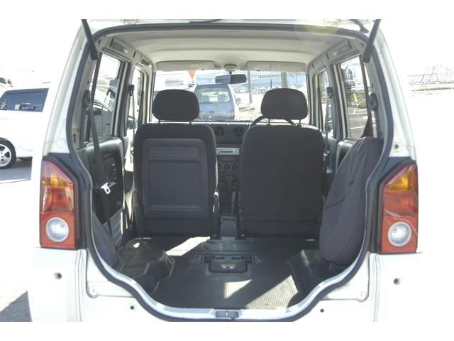 後部座席を取り外す事もできます。さらに広いスペースが確保できます。