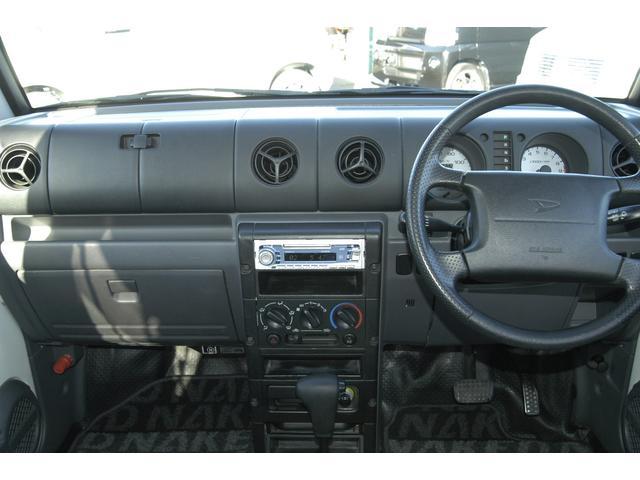 インパネ類。運転席・助手席エアバック搭載。もちろんパワーステアリングです。