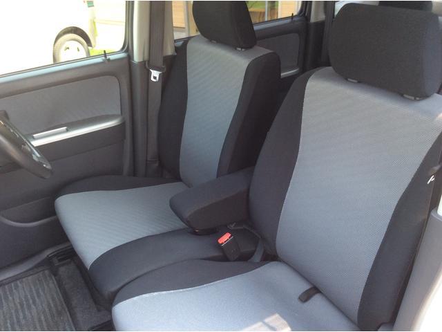 前の運転席ルームのシートです。肘掛が付いております。