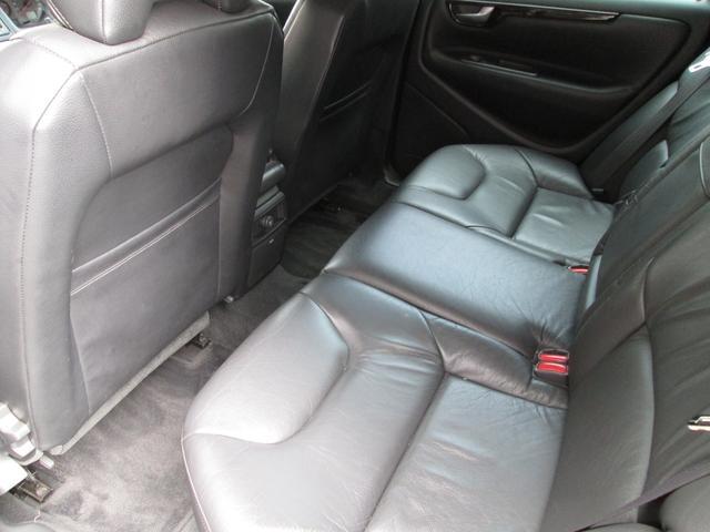 人も荷物もたくさん運んでくれる便利な車だと思います 高級感のあるレザーシートで快適にドライブできます タイミングベルトも交換済みです
