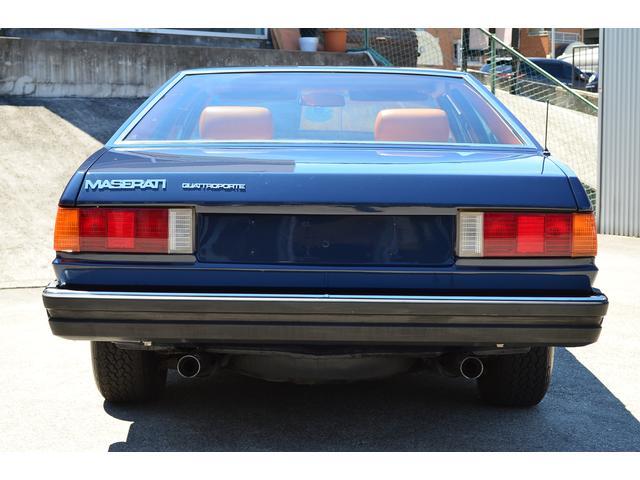 III型のクアトロポルテは時代を象徴する車作りが随所に感じられますが、その本質はマニュアルで走らせた時に感じられます。