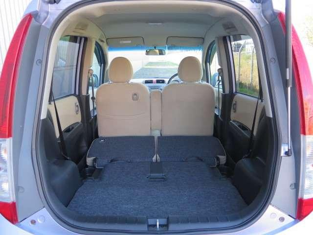 リア席シートは収納できます。