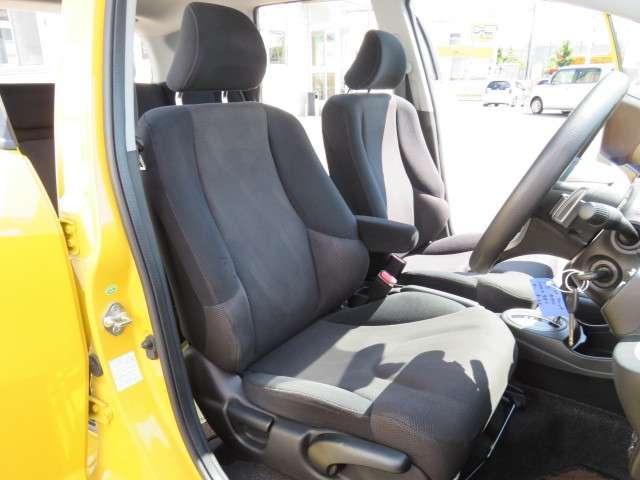 運転席シートハイトアジャスター付きでシートの高さが上下が調節可能です。自分に合ったドライビングポジションで、毎日の運転をより安心・快適にします♪