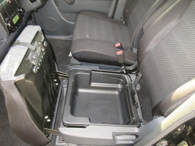 ☆収納☆座面下に収納スペースがあり、こもなどをしまえるのでつかいがってがいいスペースです☆