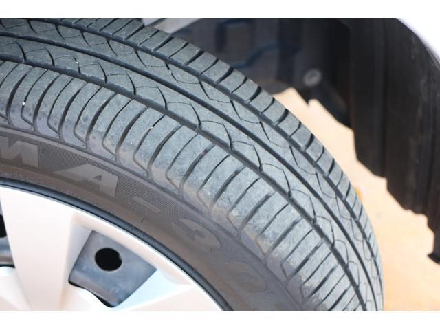 装着されているタイヤにはしっかりと溝が残っておりますので、買い替えの心配は御座いません☆
