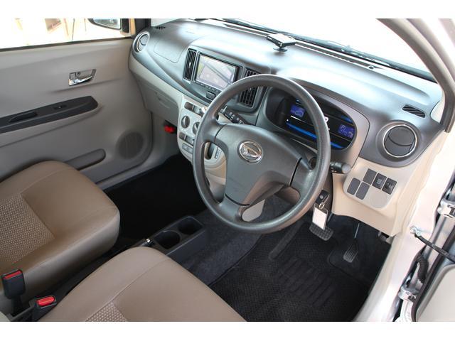 省スペースのインパネシフトが採用されておりますので、運転席周りはスッキリ広々としております☆軽自動車ながら窮屈さを感じさせませ☆