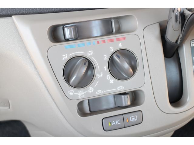エアコン周りもシンプルなデザインで使い易いですよ♪