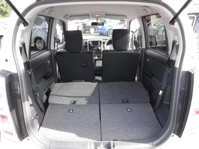 後部座席背もたれを収納するとご覧のとおり!大容量の荷室が完成です!