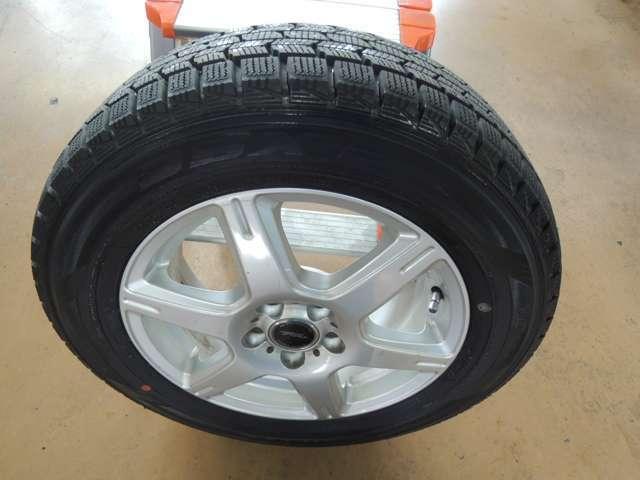 アルミホイール付き冬タイヤを積み込んであります