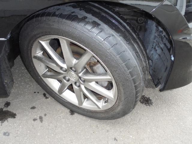 純正アルミには夏タイヤ (タイヤの残り溝は約4ミリです。)