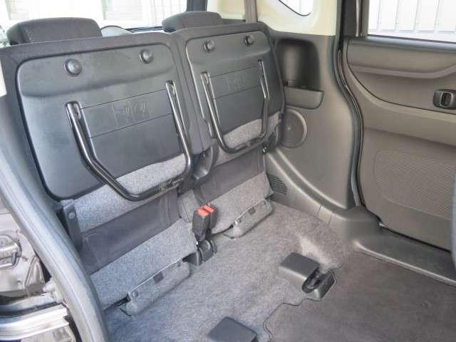 座面持ち上げ可能なシート!少し高い荷物もすんなり入ります(^_^)