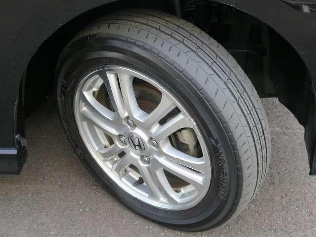 純正アルミホイール装備!足元の印象で車はカッコ良くなりますよ!