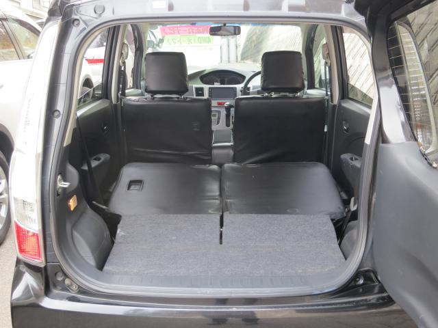 サードシートを倒すと大きなスペースができます