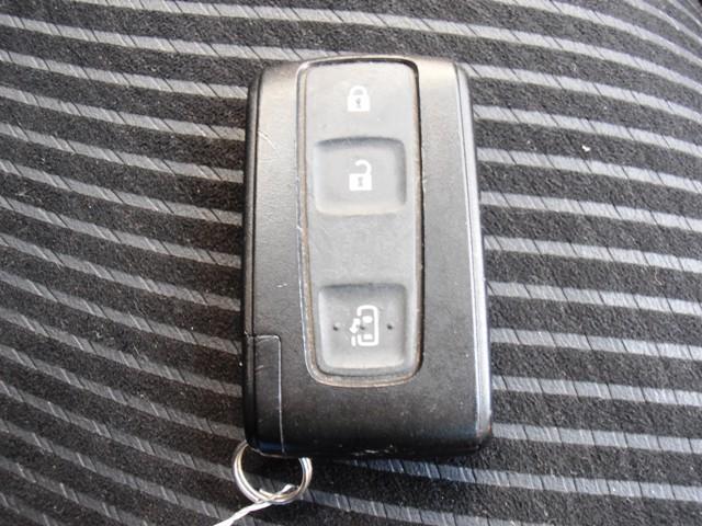 持っているだけでドアの開錠・施錠やエンジンのON・OFFもダイヤルを回すだけで作動可能になる便利なスマートキーを装備☆