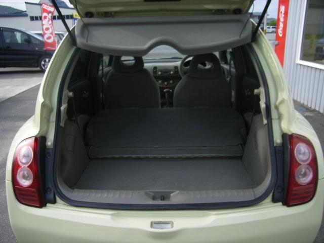 シートを倒すとより広い荷台スペースが確保出来ます!