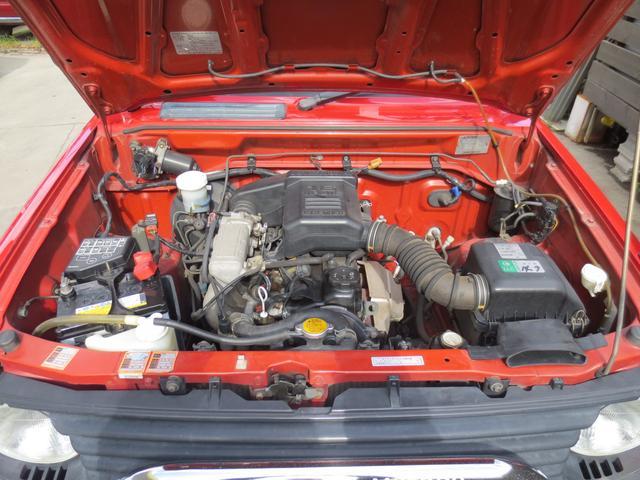 普段見ることの少ないエンジンルームも当社では洗浄してご納車致します。