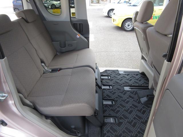 ☆内装:リアシート画像です☆後部座席は汚れもなく、とても綺麗な状態が保たれております!