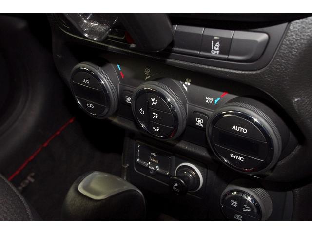 クライスラー・ジープ クライスラージープ レネゲード トレイルホーク 4WD バックカメラ ETC