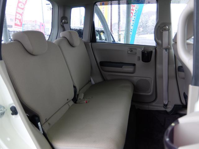 後部座席も当然、綺麗・清潔に仕上げております。内装の綺麗なお車は気持ちが良いですね!