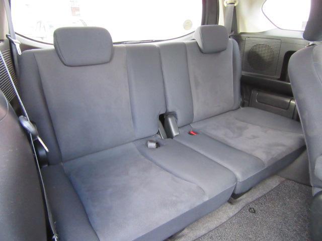 サードシートもきちんと座れます。カップホルダーも装備されています。現車でお確かめください。お問い合わせは011−876−2200まで♪