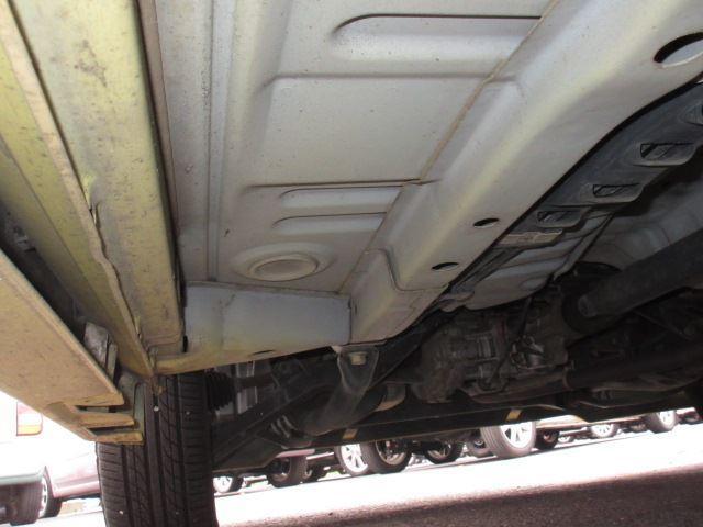 【当社のこだわり其の二】サビの少ない本州仕入れ!北海道で使用されていたお車はどうしても塩分タップリな融雪剤にさらされ、サビだらけ。当社は融雪剤の影響が少ない本州車を中心に仕入れを行っています!